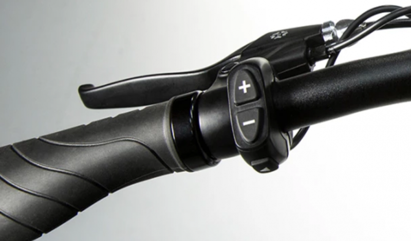 Left Grip: Pedal Assist Lever, Ergonomic Grip, Turn Signal Buttons